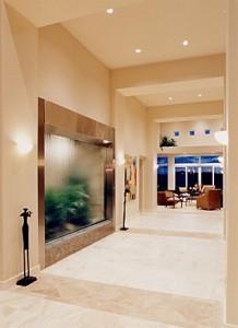 Визитная карточка квартиры — натяжной потолок в гостиной